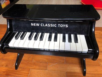 Kids toy wooden piano