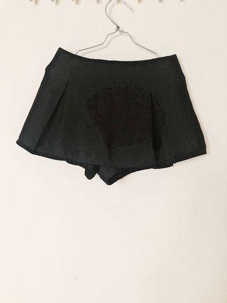 Black skort
