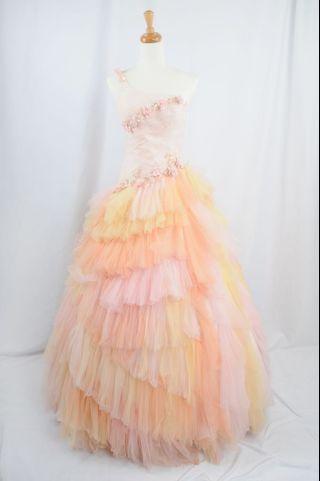 萊克二手禮服  單肩粉橘斜落腰上身搭配不規則層次澎紗晚禮服