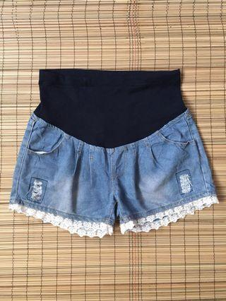 Maternity laced shorts 34 inches hipline