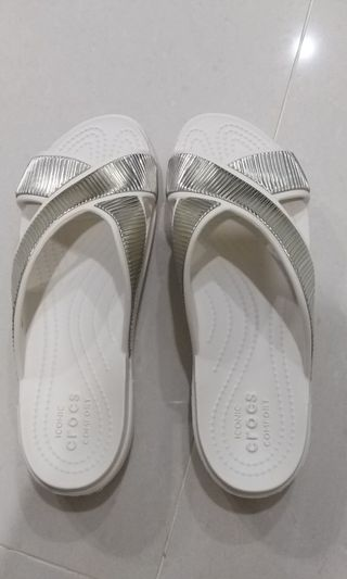 e4662fef4 BN Authentic Crocs Women Sandals