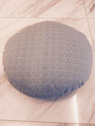 🚚 Round Cushion