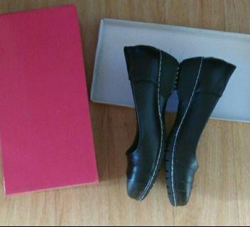 Brand New Flat Black Ladies Shoes (Size 6) Fixed Price