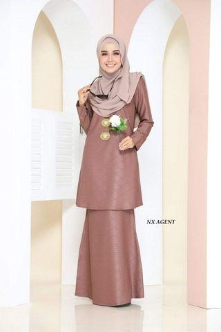 Saloma Embossed Kurung
