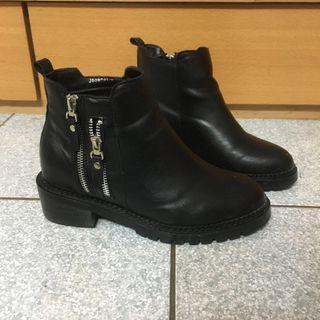 🚚 黑色短靴39不議價