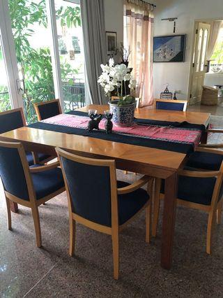 🚚 Square dining table with 8 chairs