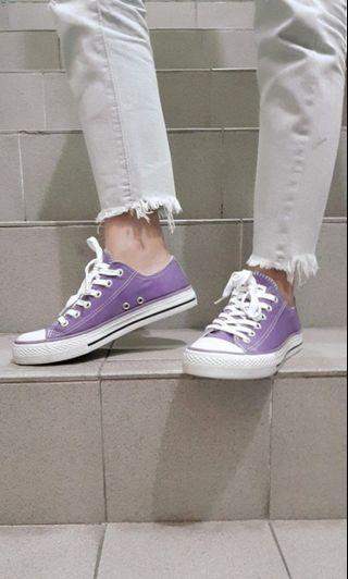 紫色帆布鞋