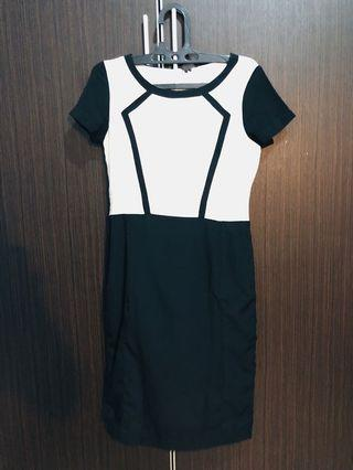 Working Dress by Accent. | White and Black Mid dress