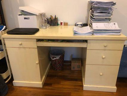 🚚 Wooden white desk with drawers