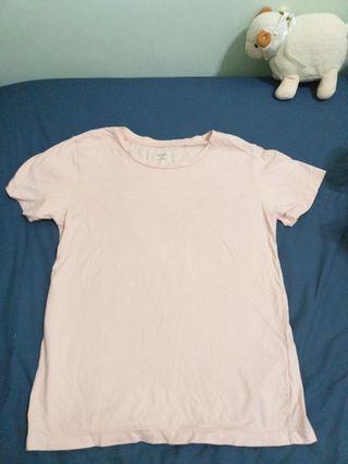 粉紅色打底上衣