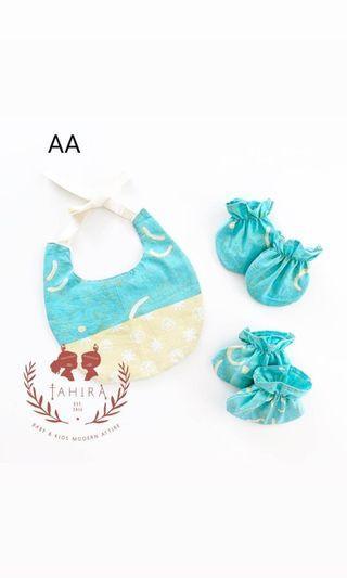 🚚 Batik baby gift set (bib, mittens, socks)