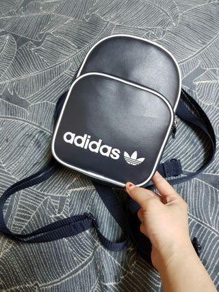 🚚 正版adidas復古後背包