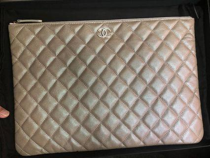 Brandnew Chanel 19S Iridescent Large  OCase with Pearl Resin Hardware.