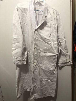 中學實驗室實驗袍厚身,有少許污漬(實驗時留下)