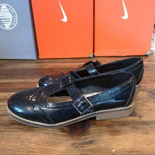 5. 英倫風女裝皮鞋