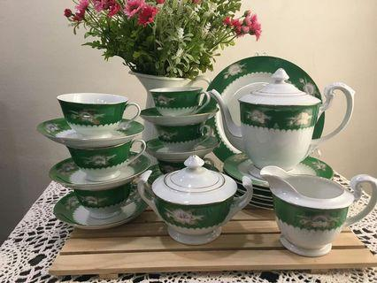 Vintage green teaset  sea shell