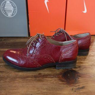 12. 紅色英倫鞋
