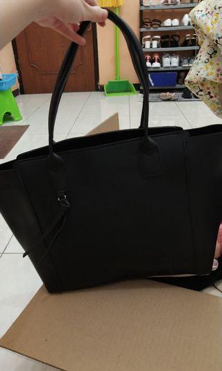 Usupso Black Totte Bag