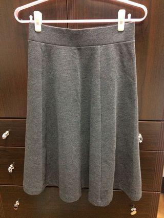 🚚 Uniqlo鐵灰色淑女裙