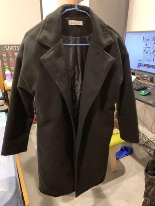 全黑鋪棉大衣外套
