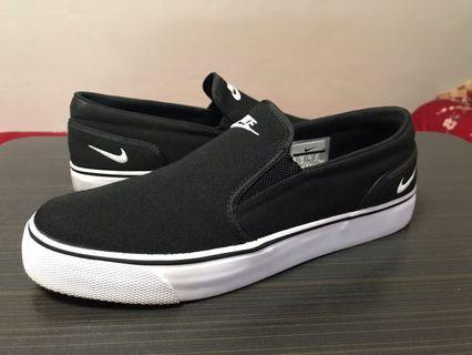 Nike toki txt slip on sneakers us 9.5