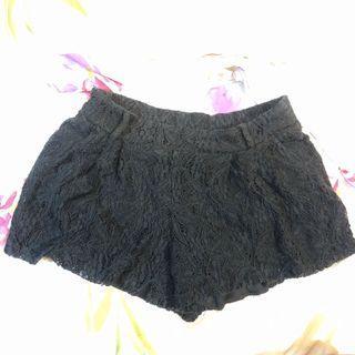 黑色蕾絲彈性短褲