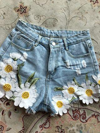 🚚 High waisted Flowery Embroidered Denim Shorts