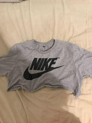cropped grey nike shirt