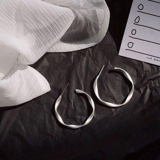 🚚 Geometric Twisted Silver Hoop Earrings
