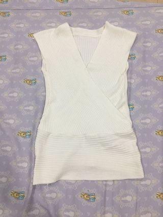 白色v上衣
