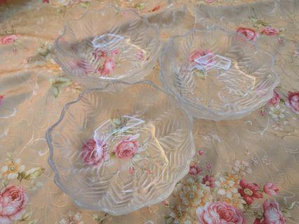 Pretty leaf bowls