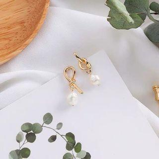 Ribbon Knot Pearl Dangling Earing