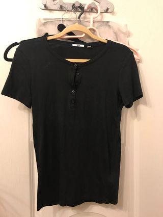 🚚 Uniqlo黑色短袖上衣