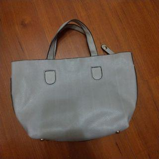 灰色質感氣質磁扣手提包