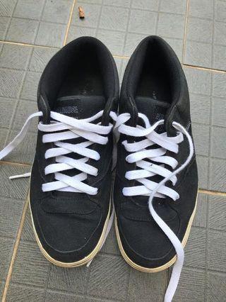 sneakers samuel and kevin bukan nike adidas zara puma converse