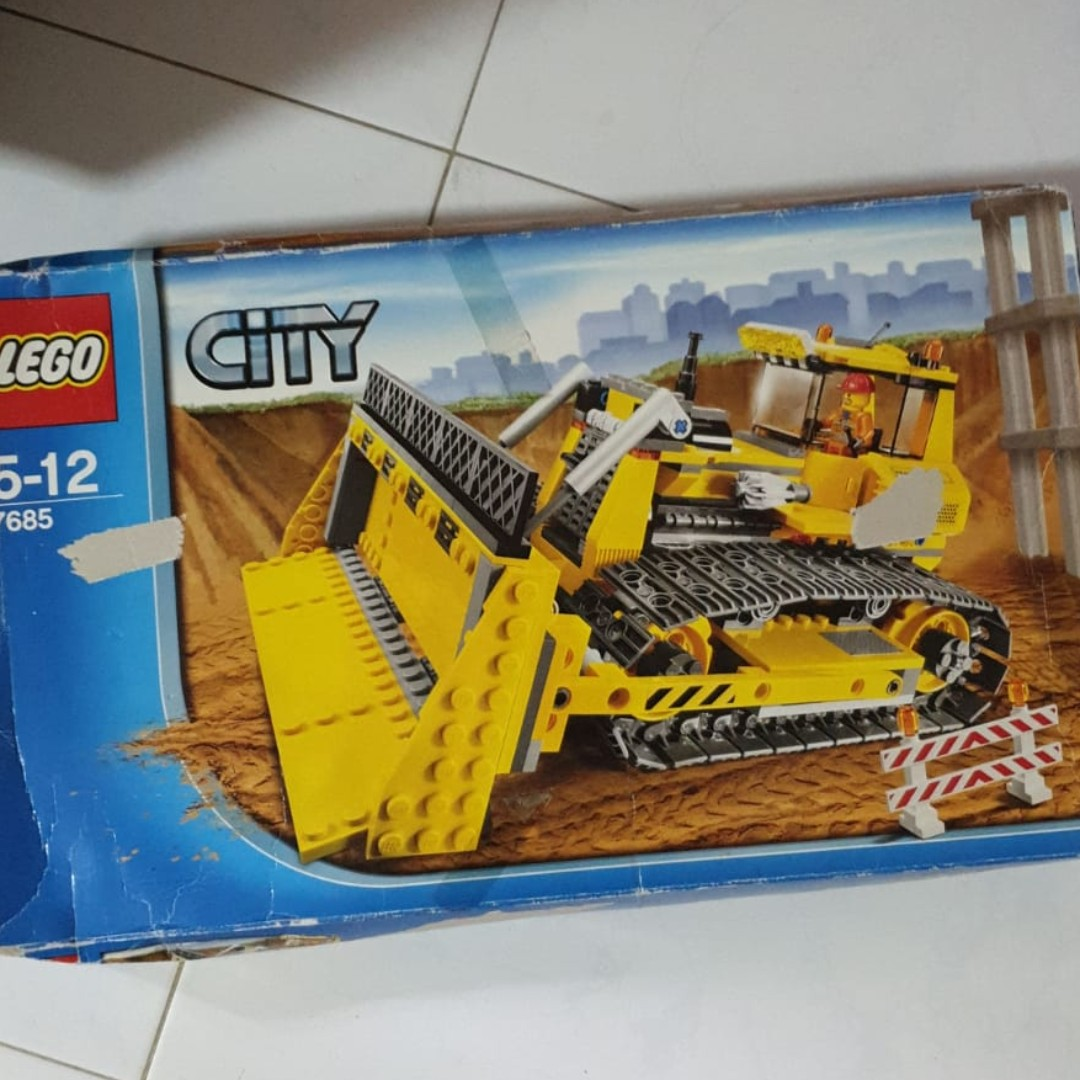 LEGO 7685Rare discontinued set Box crushed but sealed contents 7685 City  Dozer