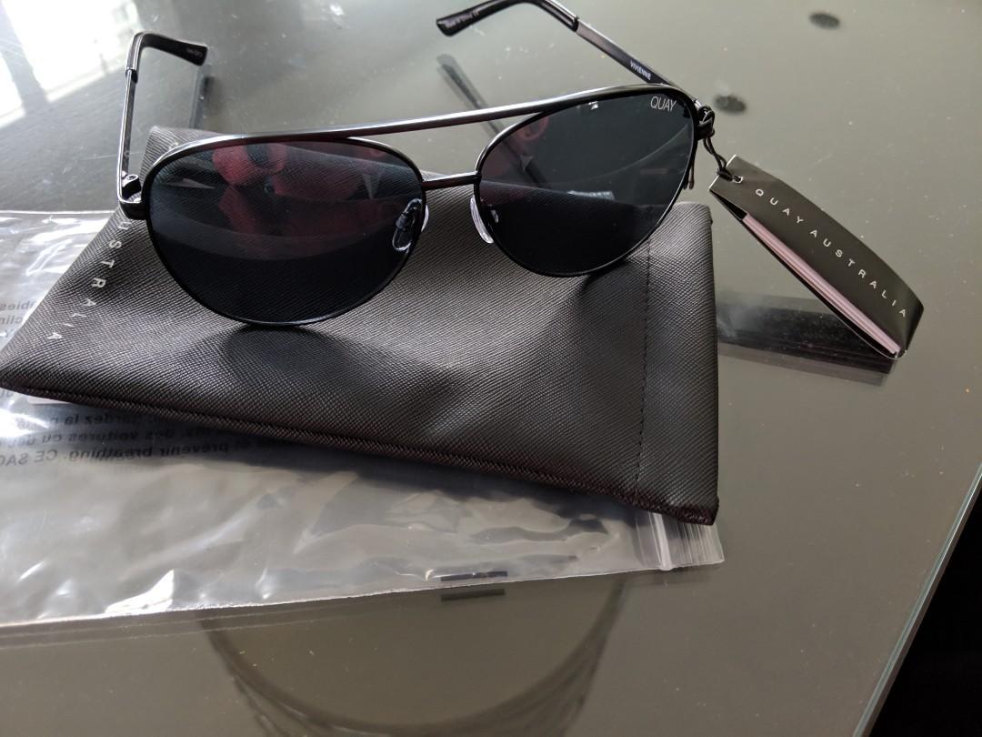 NEW QUAY Australia Vivienne Sunglasses in smoke and black