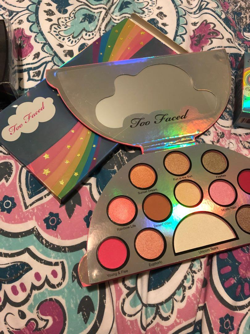Too faced unicorn eyeshadow palette NEW !!