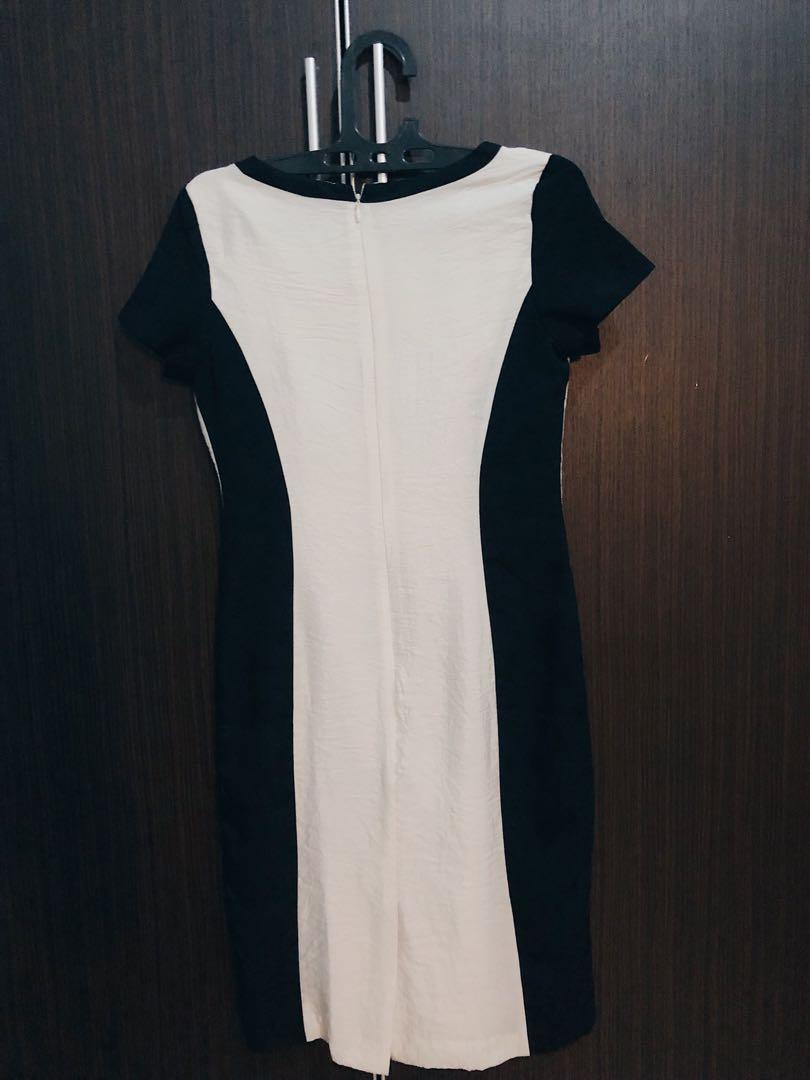 Working Dress by Accent.   White and Black Mid dress