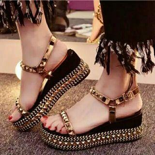 Sepatu Sandal Wedges Valentino Gold (replika)