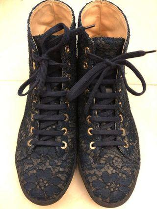 CHANEL Lace Sneakers 鞋 (100% Authentic)