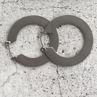 鈦鋼銀色圓片耳環 Hoop earrings