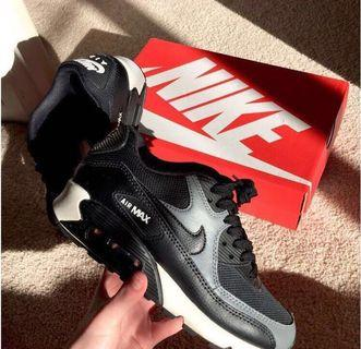 *RP $170.00! LIGHTLY WORN AIR MAX