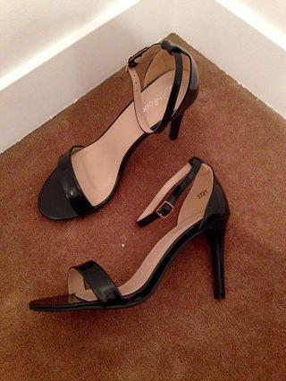 New high heels black sandals
