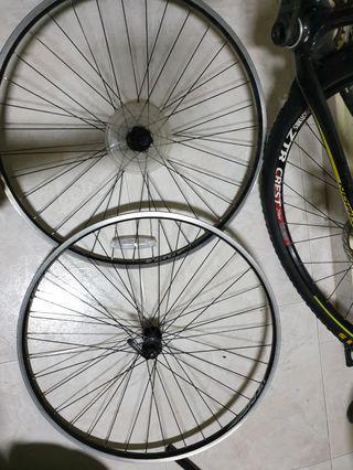 Used 700c wheelset.