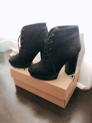 Steve Madden Black Heeled Leather Boots Size 8 US