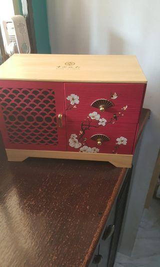 🚚 Bank of china makeup box