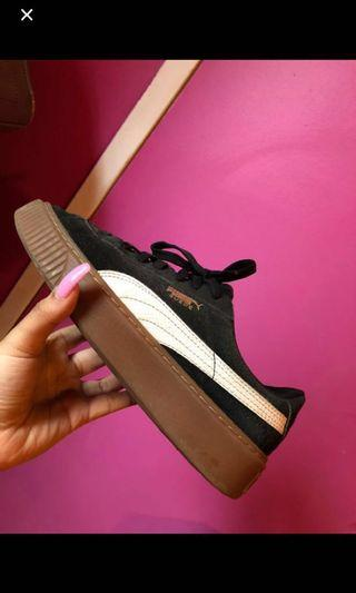 Puma suade flatform shoes... size 7