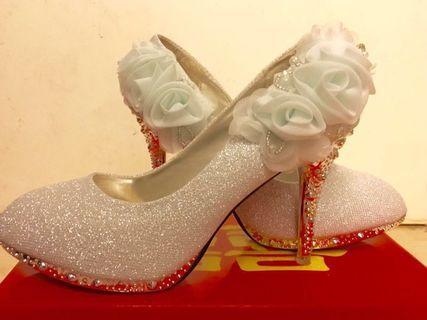 新娘結婚鞋水晶鞋銀色圓頭高跟婚紗照-已減價