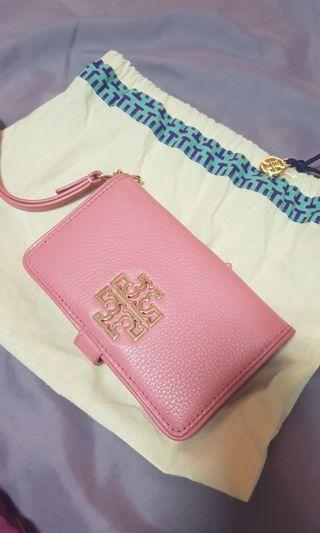 🚚 Tory Burch Britten Smartphone Wallet Pink